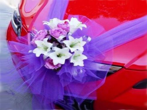 Precio de la decoracion de autos para 15 años con flores y moño.
