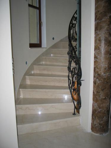 Escaleras pulido de escaleras for Marmol para escaleras precio